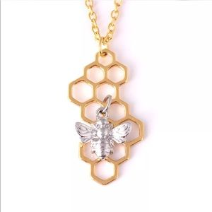 Jewelry - 🐝Bee and honey necklace🐝